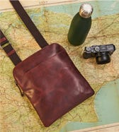 THE SMALL FIELDY LEATHER MESSENGER